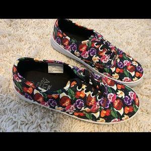 Alice in wonderland skate shoes